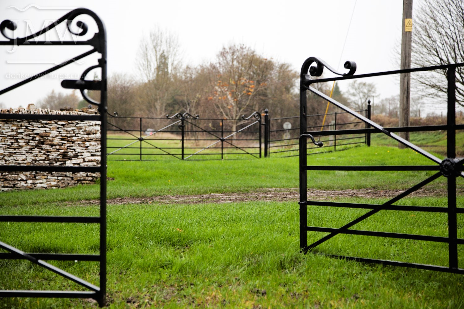 ornate-church-ironwork-gates-cotswolds-donkeywell-forge