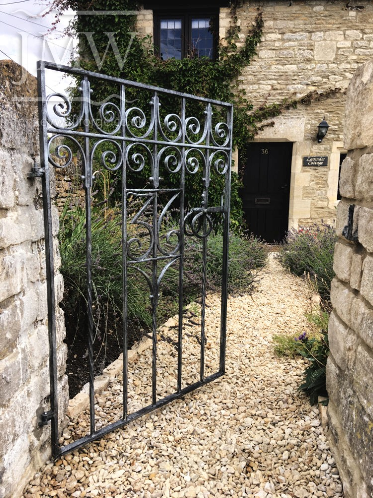 bespoke-gate-number-iron-cotswolds-country-house