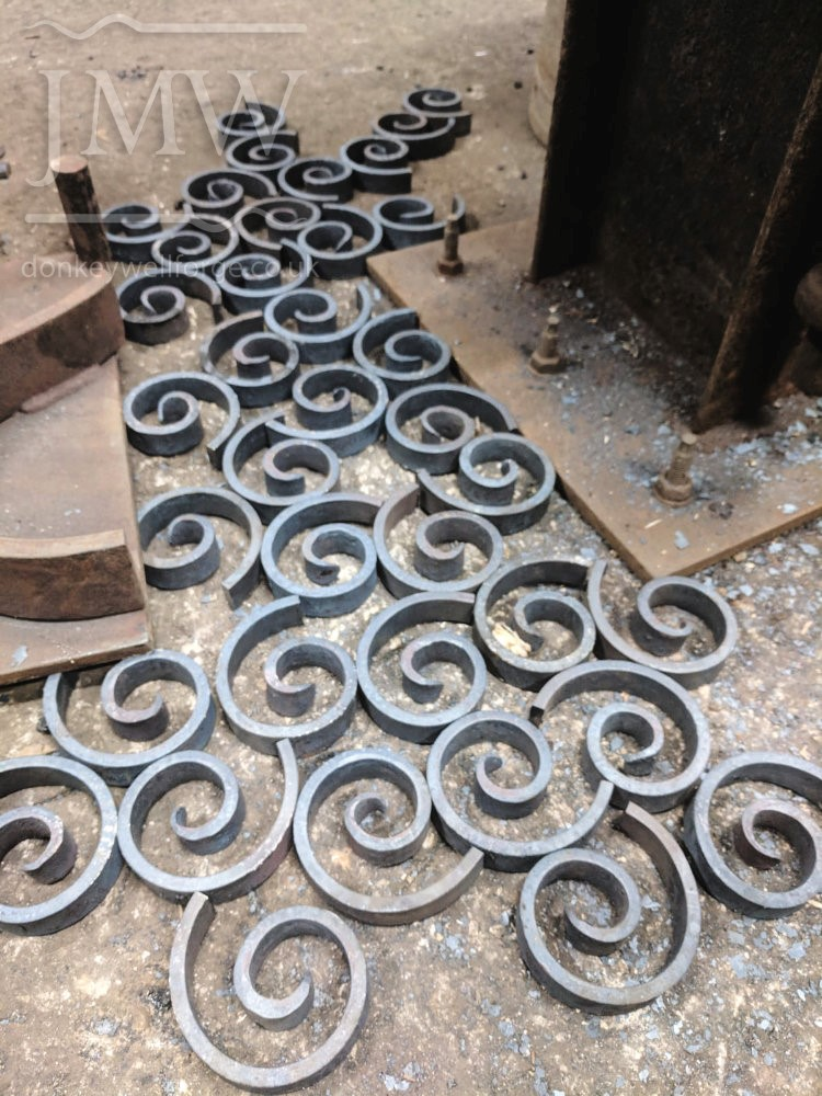 making-scrolls-donkeywell-forge-blacksmith-gloucestershire