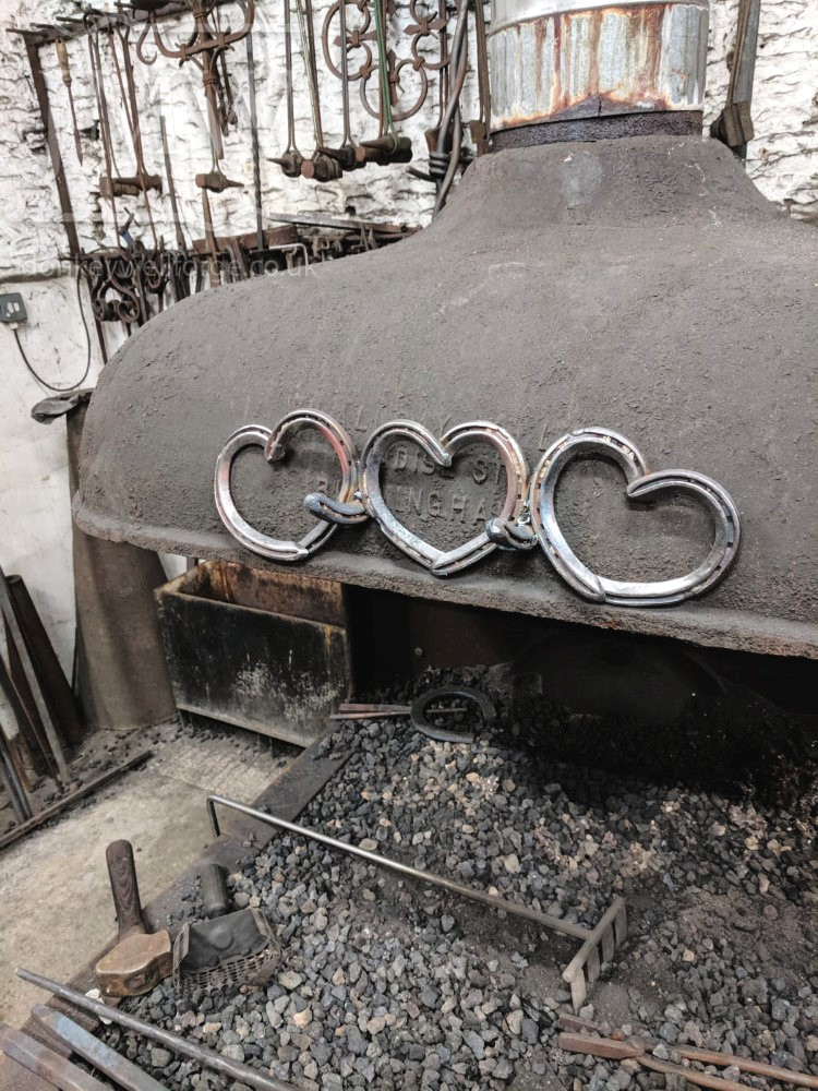 making-iron-horseshoe-heart-hook-blacksmith-gloucestershire