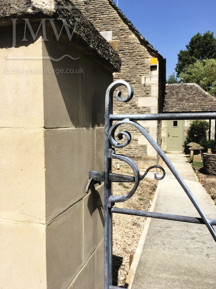 bespoke-gate-iron-blackmsith-cotswolds-donkeywell-forge