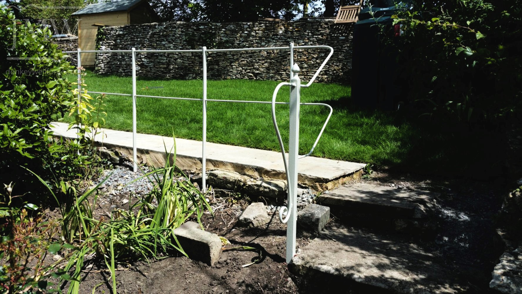 garden-railing-blacksmith-gloucestershire-ironwork
