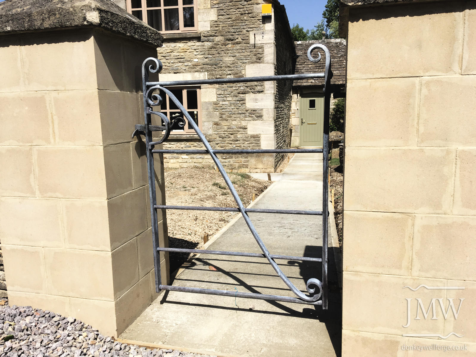 bespoke-gate-country-house-cotswolds-donkeywell-forge