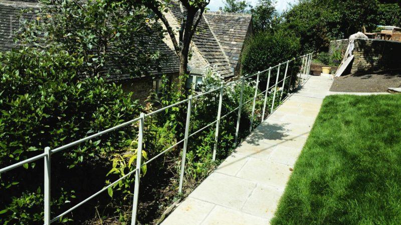 ornate-garden-railing-blacksmith-gloucestershire-donkeywell-forge-ironwork