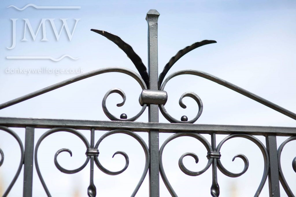 bespoke-decorative-garden-gate-blacksmith-cotswolds-donkeywell-forge