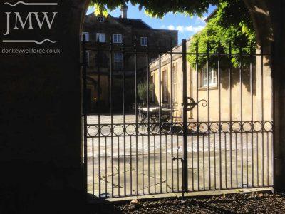 bespoke-estate-iron-courtyard-gate-cotswolds-donkeywell-forge-architectual