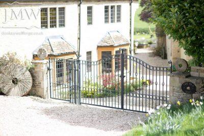 bespoke-gates-country-house-blacksmith-cotswolds-iron-work-donkeywell-forge