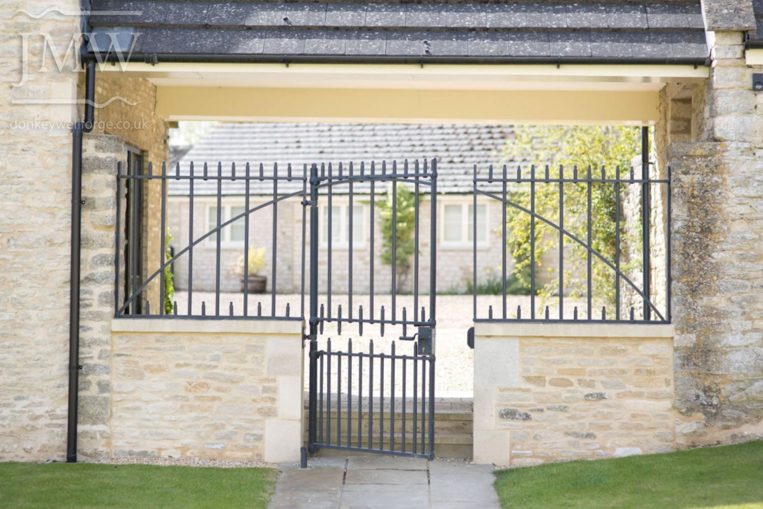 iron-gate-country-estate-bespoke-blacksmith-donkeywell-forge
