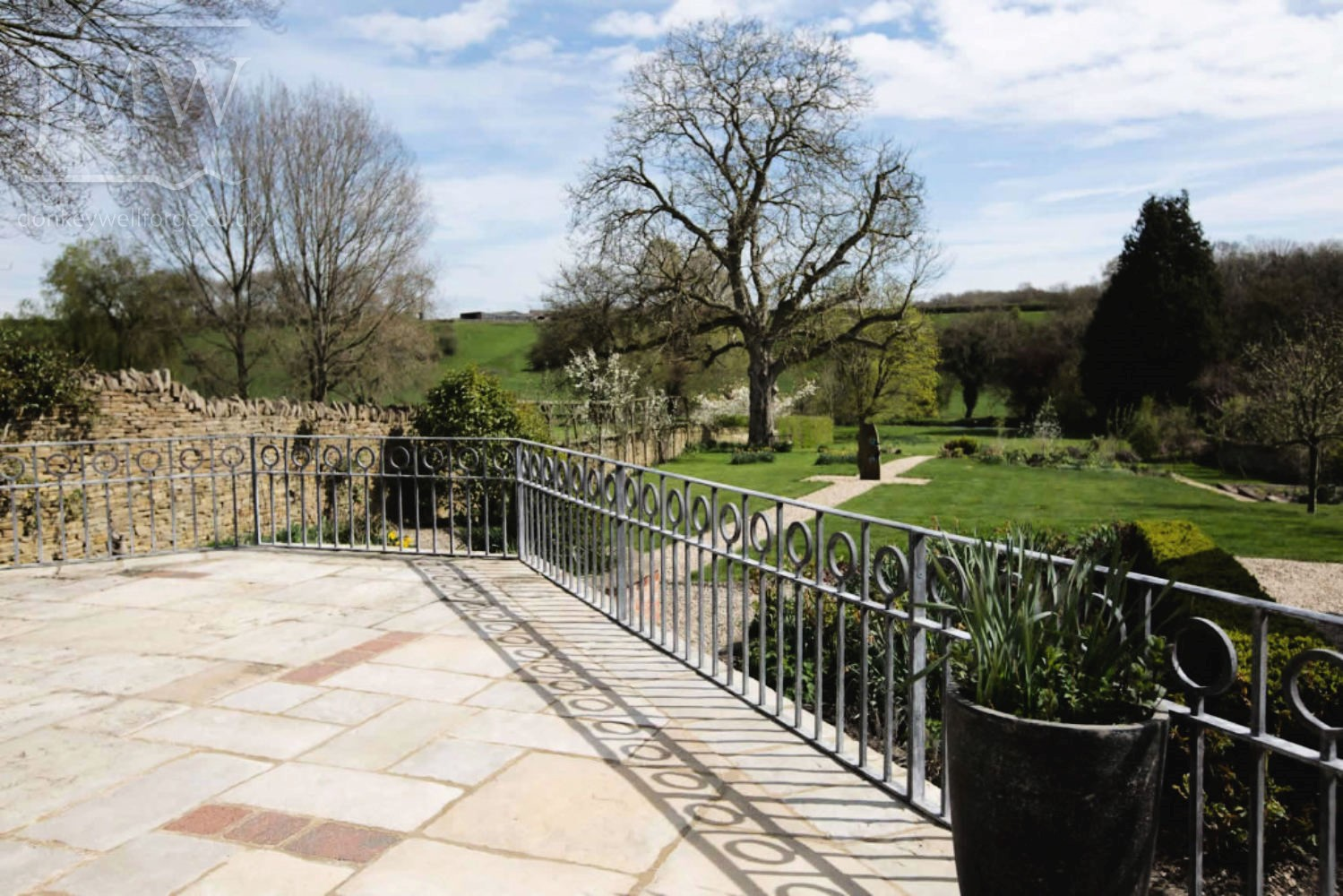 iron-railings-patio-zinc-lead-finish-cotswolds-donkeywell-forge