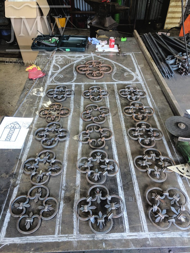 making-gothic-gate-bespoke-arch-iron-blacksmith-cotswolds