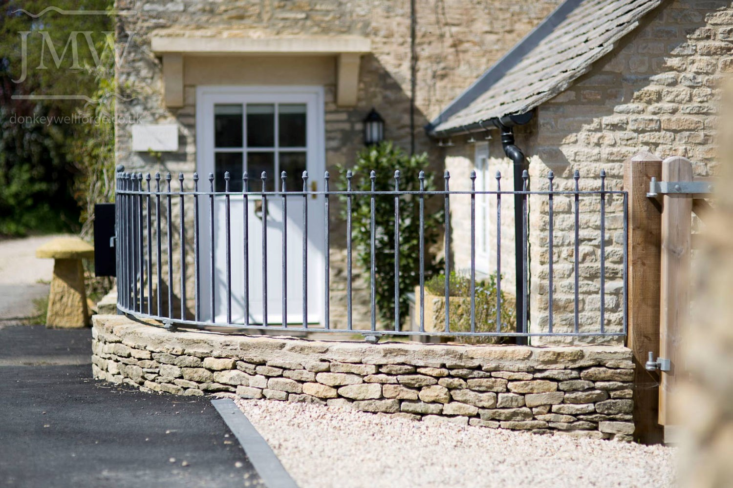 ornamental-ironwork-acorn-railings-zinc-lead-finish-railings-cotswolds-donkeywell-forge