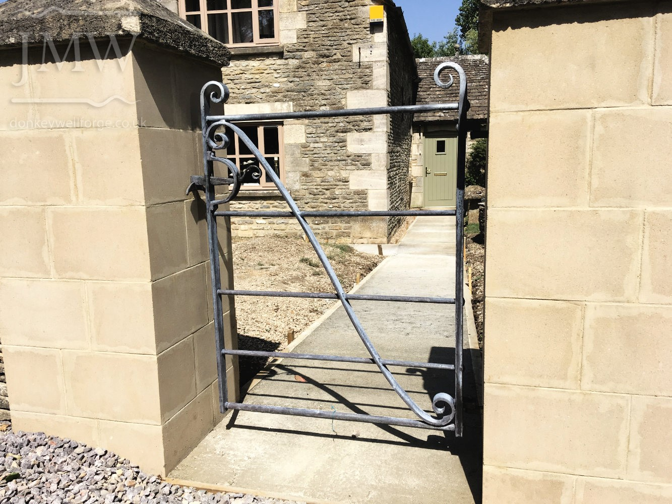 ornate-gate-iron-cotswolds-donkeywell-forge