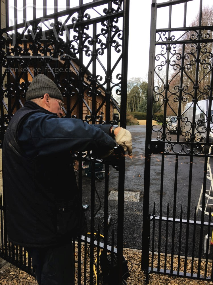 installation-country-estate-garden-gates-scrolls-ironwork-forge-cotswolds