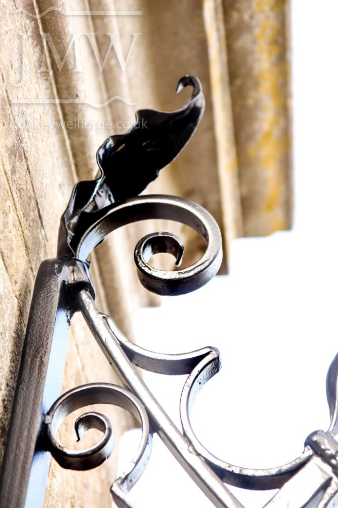 ironwork-ornate-cotswold-railing-country-estate-forged-leaf-detail-donkeywell-forge
