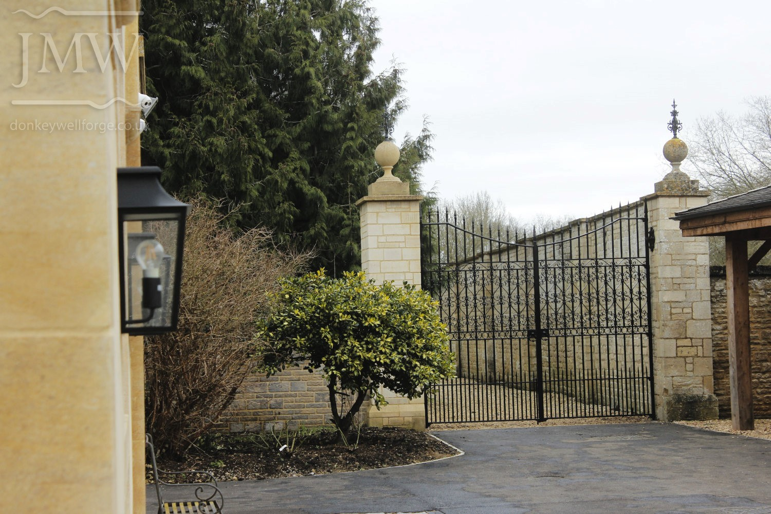 country-estate-garden-gates-scrolls-ornamental-ironwork-forge-cotswolds-donkeywell-forge