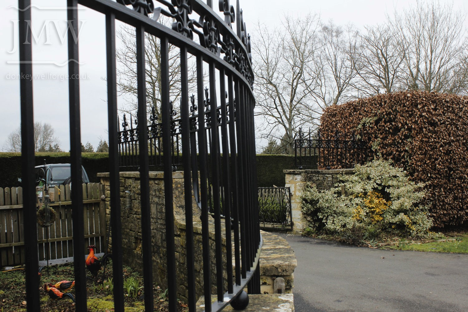 ironwork-ornate-cotswold-railing-country-estate-donkeywell-forge
