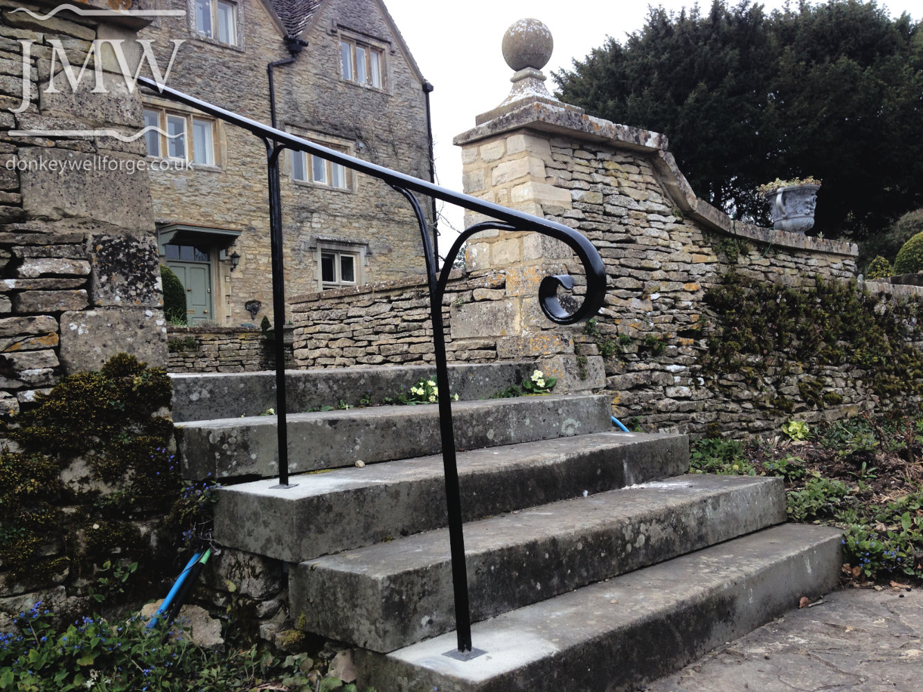 bespoke-handrail-iron-blacksmith-cotswolds-donkeywell-forge