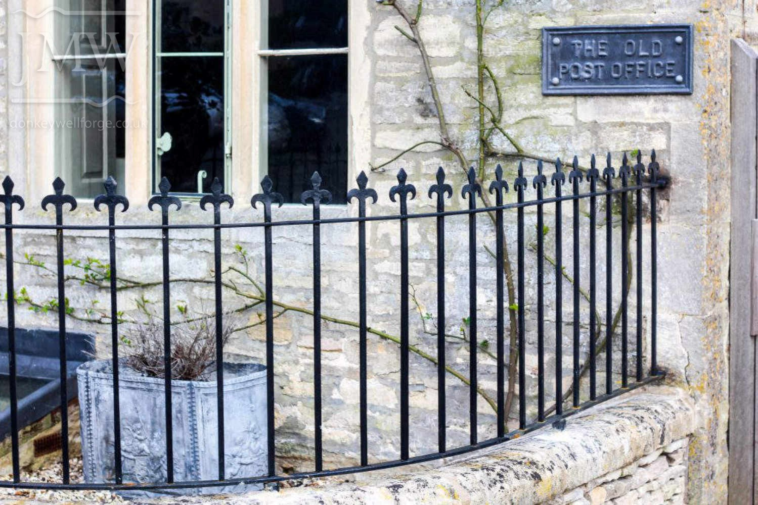 Ornate-wrought-iron-railings-cotswolds