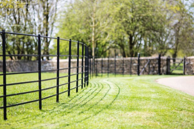 country-estate-railing-iron-fencing-blacksmith-cotswolds-donkeywell-forge
