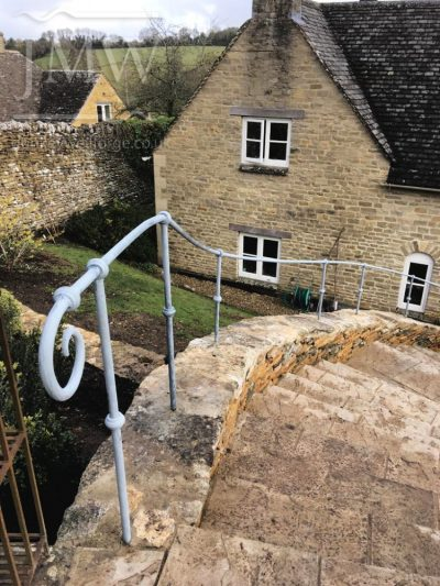 Curving-handrail-iron-bespoke-cotswolds-donkeywell-forge