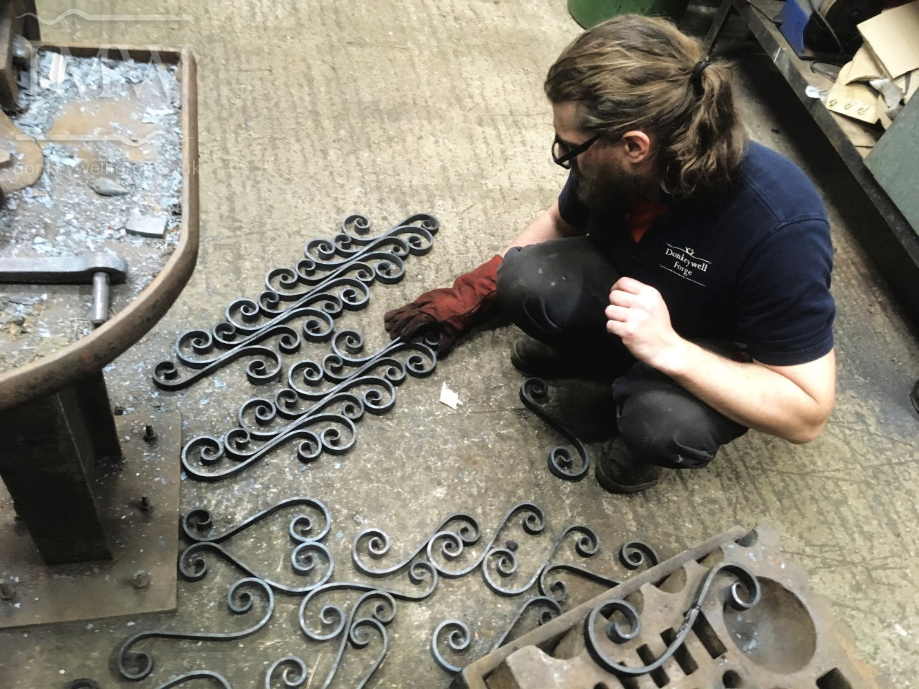 making-country-estate-garden-gates-scrolls-ironwork-forge-cotswolds
