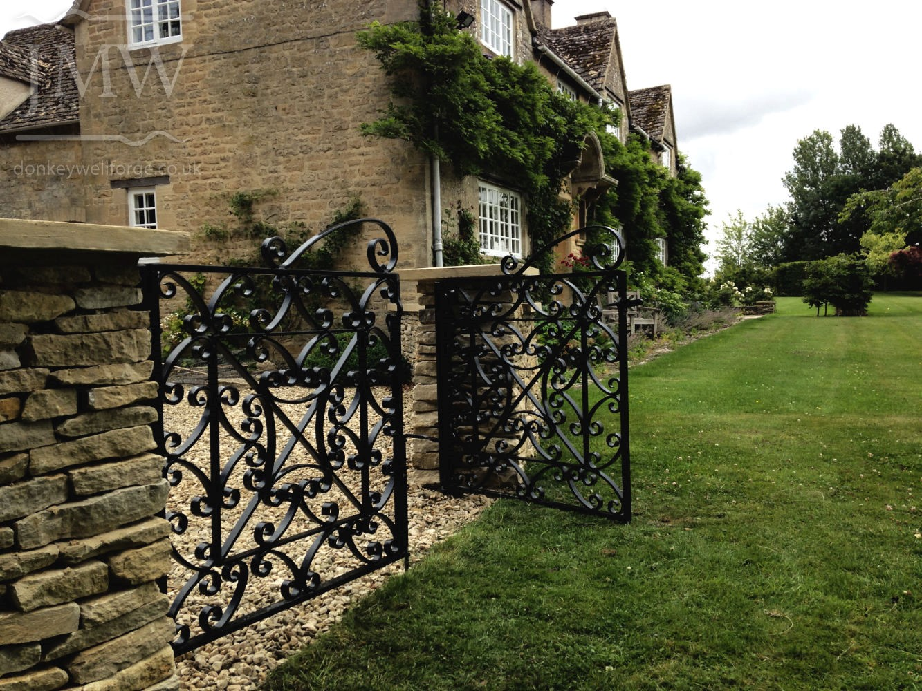 manor-gates-cotswolds-ornate-iron-donkeywell-forge