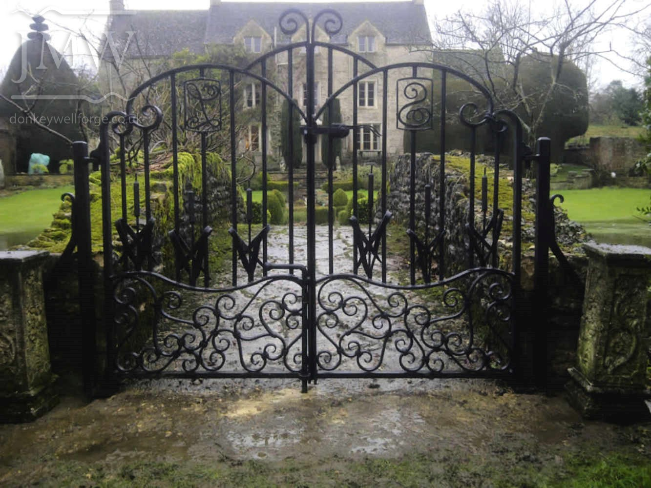 ornate-wrought-iron-gates-cotswolds-manor-forged