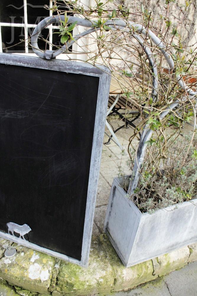 pub-planter-chalk-board-iron-zinc-lead-finish-cotswolds-donkeywell-forge