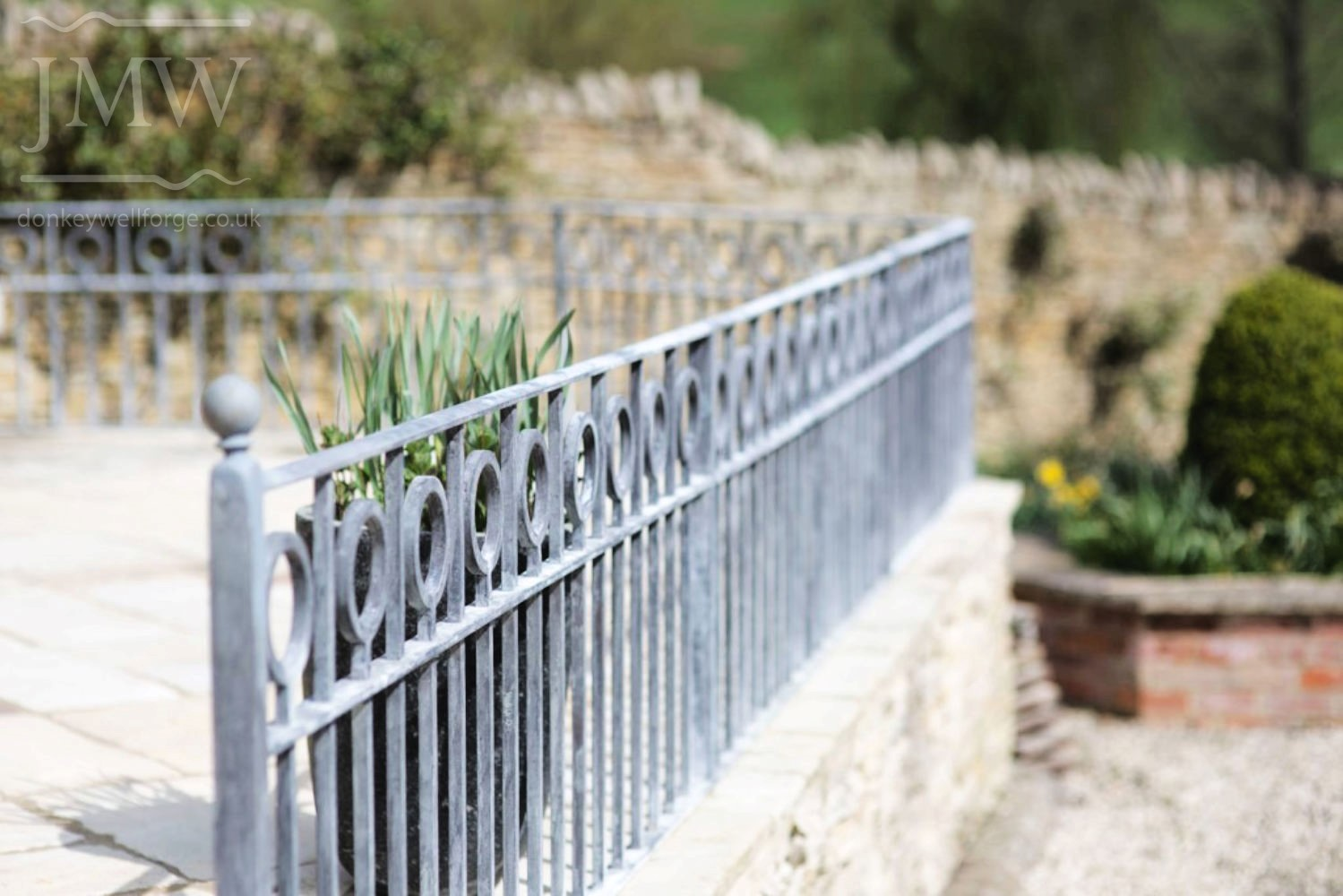 iron-railings-patio-zinc-lead-finish-cotswold-donkeywell-forge
