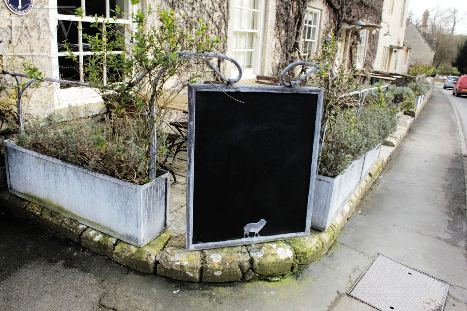pub-planter-chalk-board-iron-zinc-lead-finish-cotswolds-donkeywell-forge
