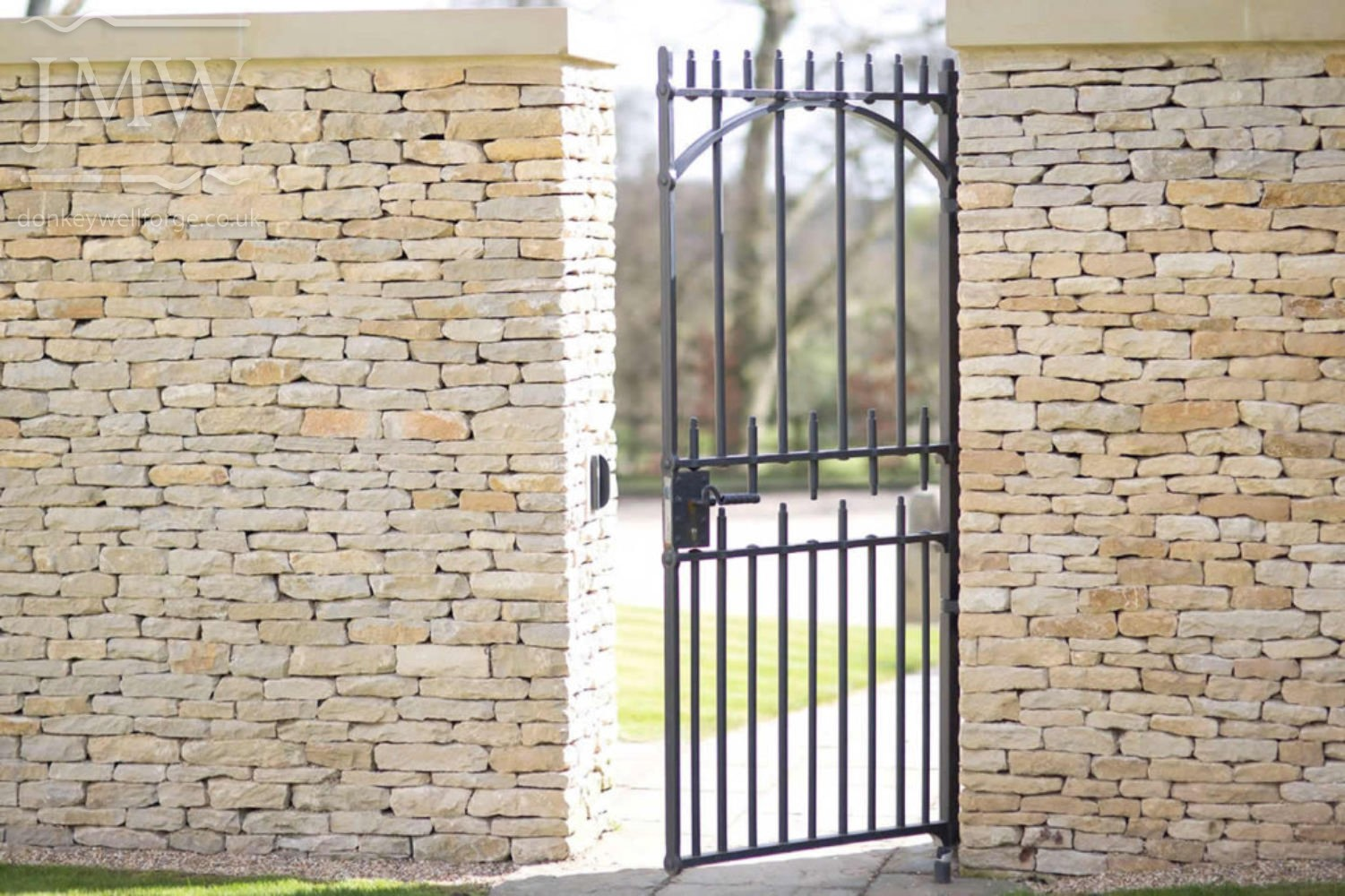 iron-gate-country-estate-bespoke-blacksmith-donkeywell-forge-architectual
