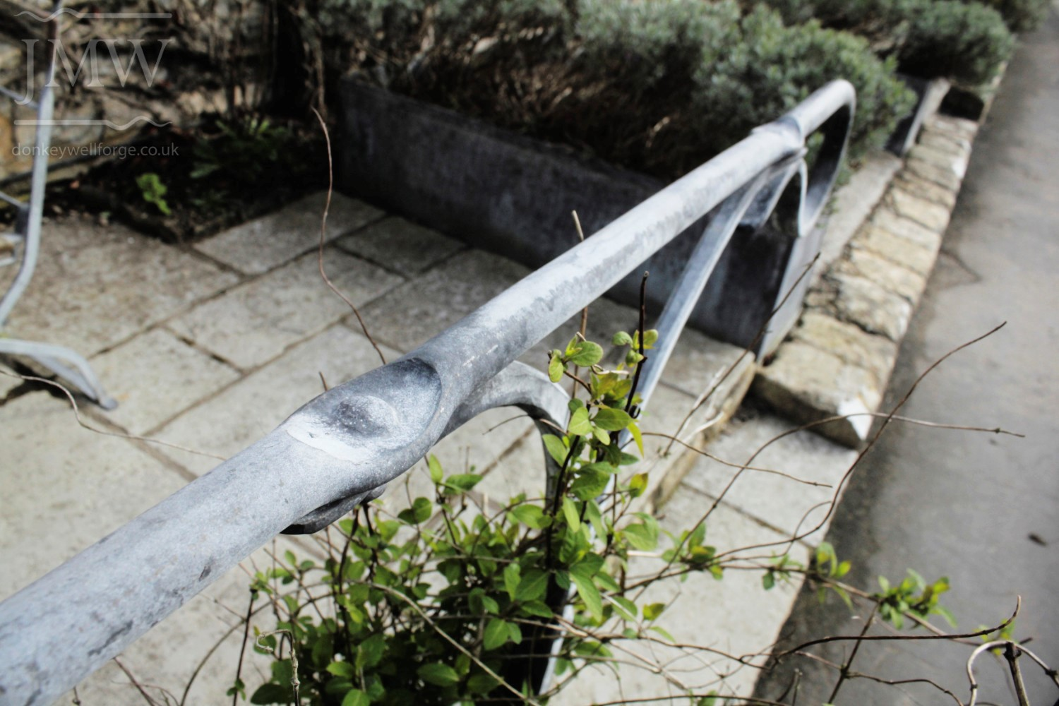 pub-planter-handrail-iron-zinc-lead-finish-cotswolds-donkeywell-forge