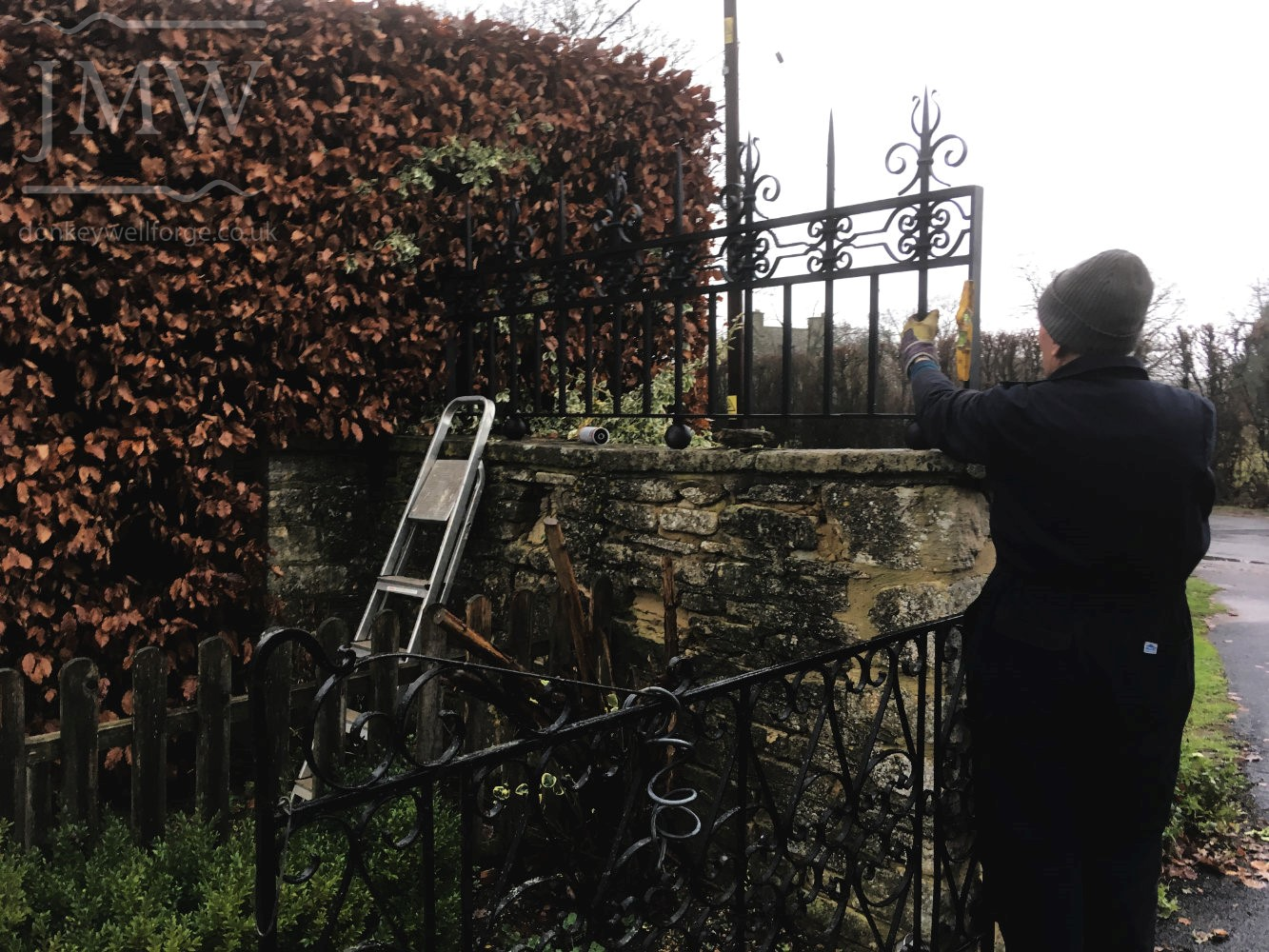 installation-country-estate-ironwork-ornate-cotswold-railings