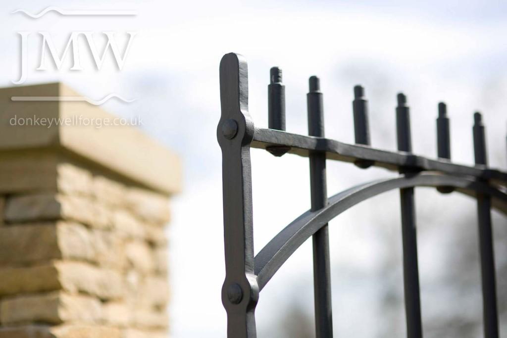 iron-gate-country-estate-bespoke-blacksmith-donkeywell-forge-architectual-detail