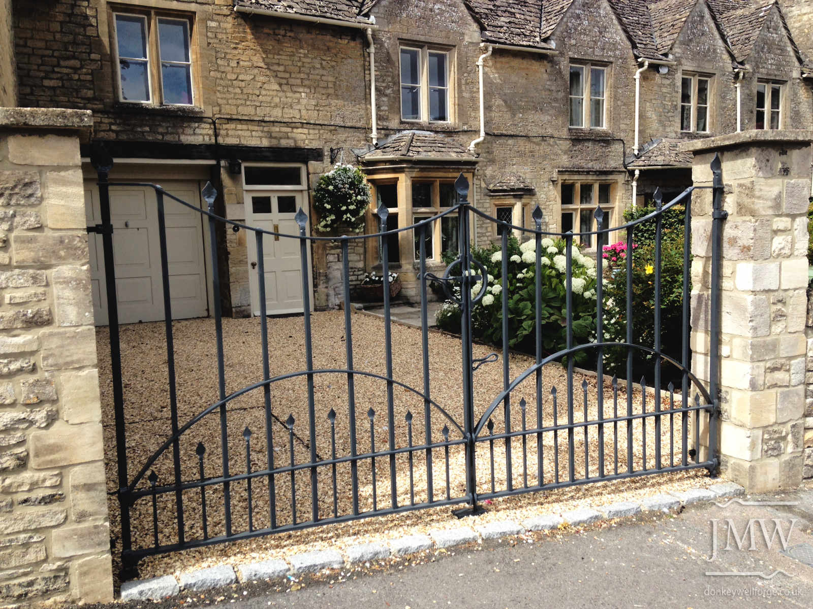 ironwork-gates-iron-cotswolds-donkeywell-forge-architectual