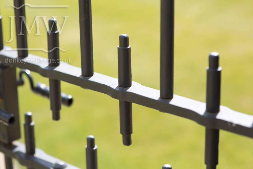 iron-gate-country-estate-bespoke-blacksmith-donkeywell-forge-architectual-detail