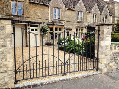 Ornate-forged-iron-leaf-gates-cotswolds-blacksmith-donkeywell-forge