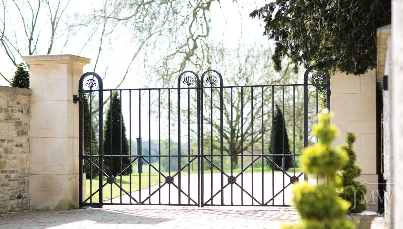 country-estate-ironwork-gates-wrought-punched-bars-tennoned-riveted-donkeywell-forge