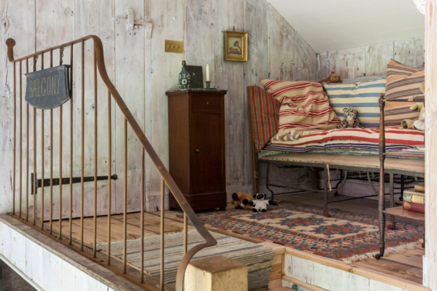 new-york-times-cottage-conversion-handrail