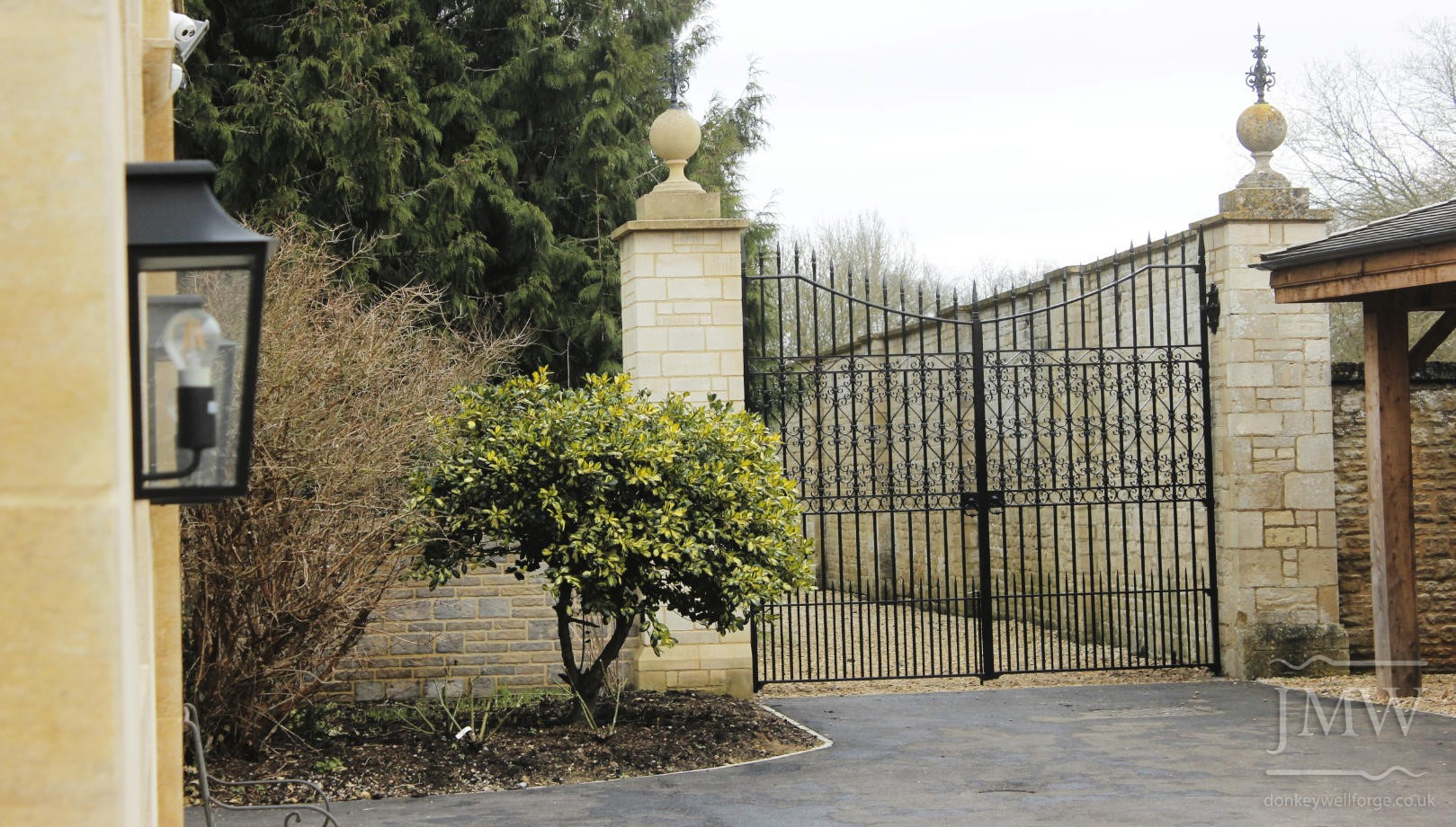 country-estate-garden-gates-handforged-ornate-ironwork-donkeywell-forge