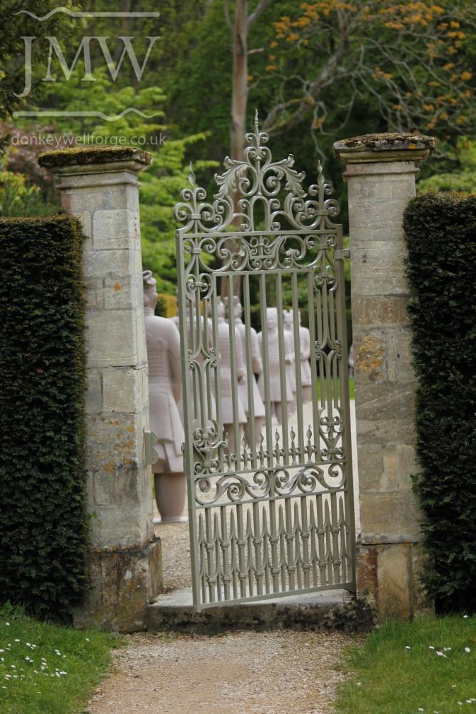 gate-metalwork-restoration-cotswolds-ornate-scrolls