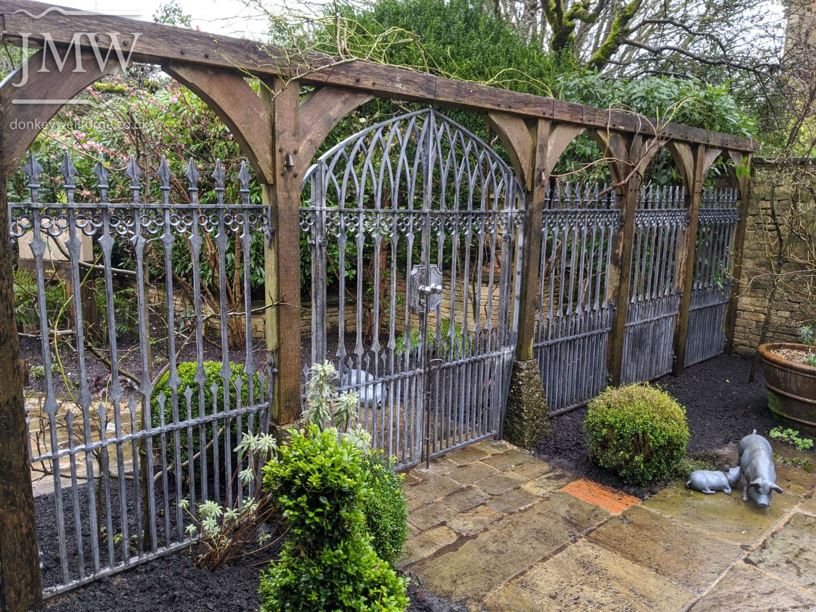 gothic-garden-railings-gates-traditional-ironwork