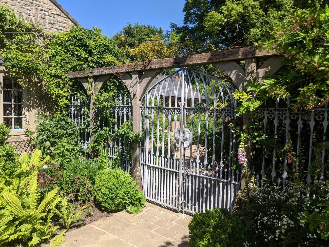 gothic-garden-gates-railings-traditional-ironwork