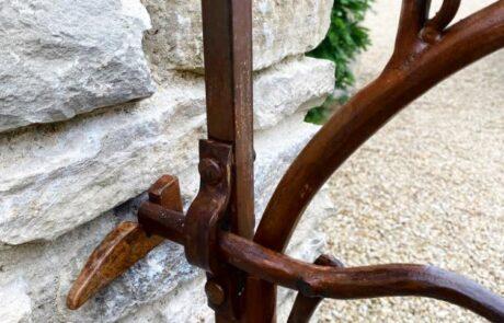 vine-leaf-gate-forged-artistic-latch-detail