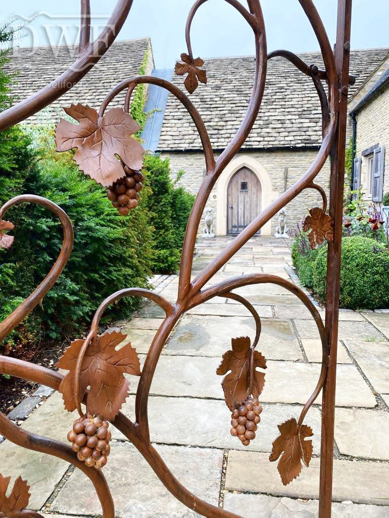 vine-leaf-gate-forged-artistic-ironwork-detail