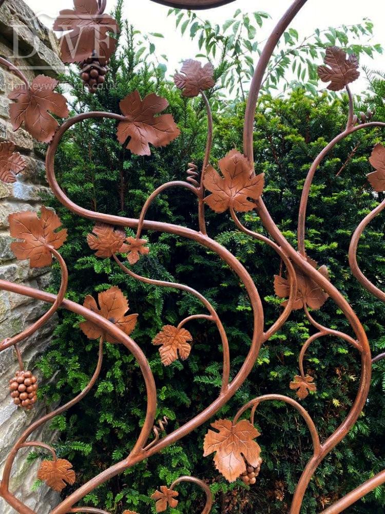vine-leaf-gate-forged-artistic-ironwork-detail