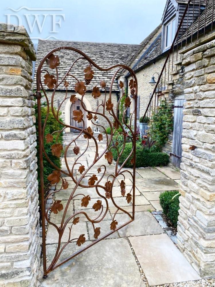 vine-leaf-gate-forged-artistic-ironwork