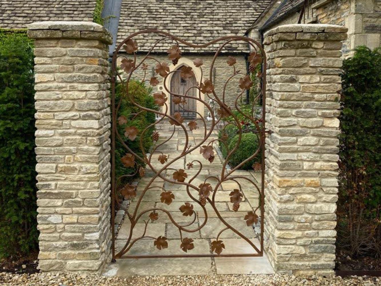 vine-leaf-gate-forged-artistic-ironwork-feature