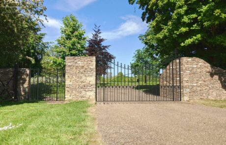 traditional-ornate-decorative-finials-forged-ironwork-gates-donkeywell-forge_render-in-situ