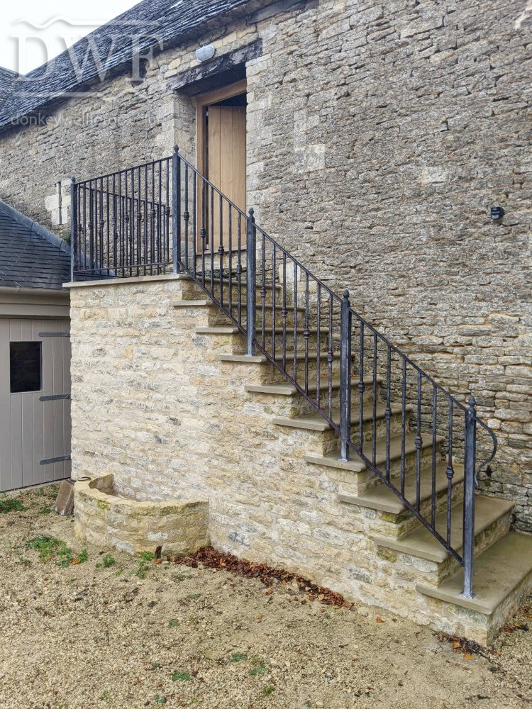 traditional-ornate-ironwork-lead-caulking-collars-tallet-stair-handrail
